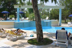 ombra-piscina-villaggio-porticello-mare