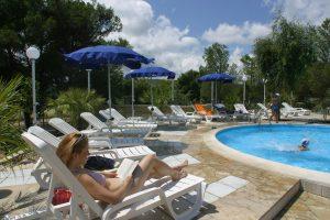relax-piscina-villaggio-porticello-mare
