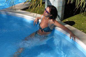 tintarella-piscina-villaggio-porticello-mare